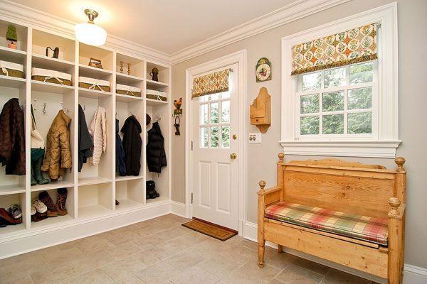 Фото интерьера минималистичной прихожей в частном доме
