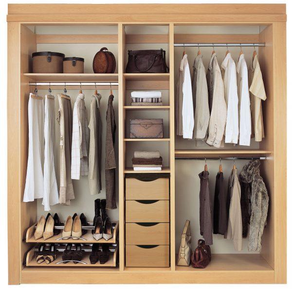 Пример размещения обуви в шкафу-купе