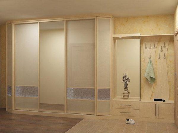 Вы сможете заказать собственный шкаф по индивидуальным меркам и дизайну специально для вашей прихожей