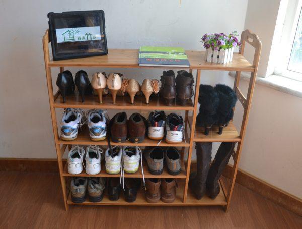Соорудить удобные полочки для обуви в прихожую своими руками можно из фанеры