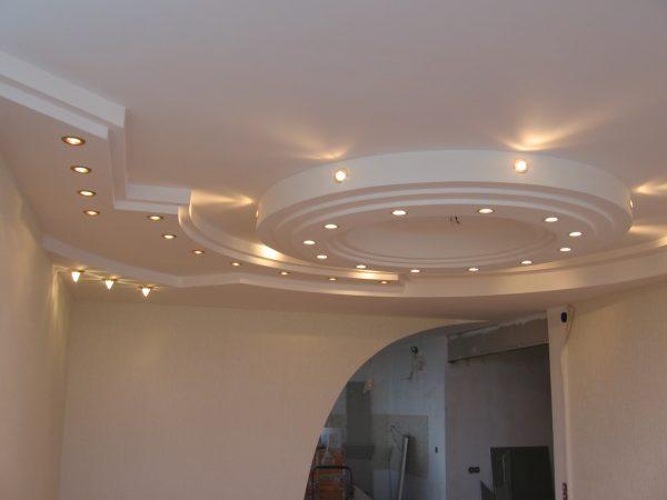 С помощью гипсокартона можно создать конструкции многообразных форм и объемов, а также очень эффектные многоуровневые потолки