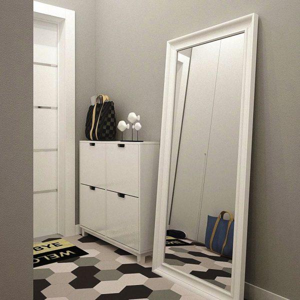 В узком коридоре зеркало располагается вдоль одной из длинных стен