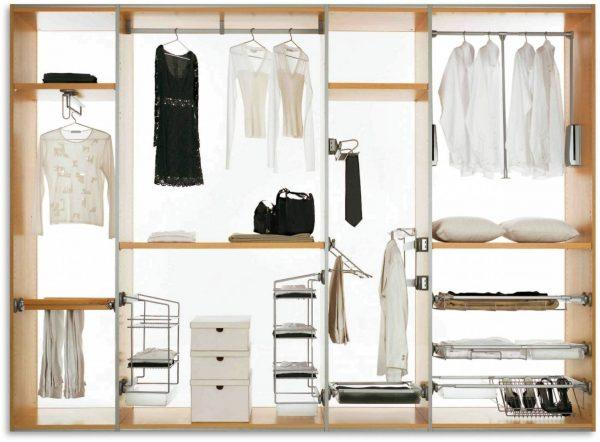 Пример наполнения шкафа для тех, кому необходимо хранить в прихожей часть одежды