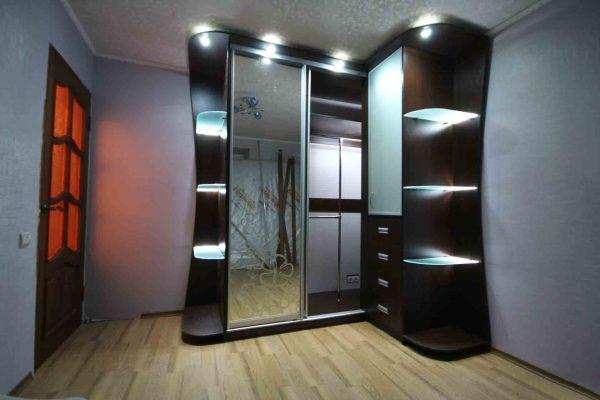Угловой шкаф с подсветкой
