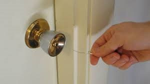 Как открыть замок межкомнатной двери