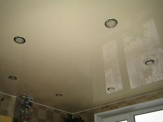 Надежные и прочные натяжные потолки можно установить дома и в офисе