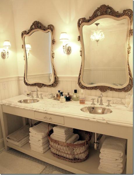 Старинное зеркало в ванной