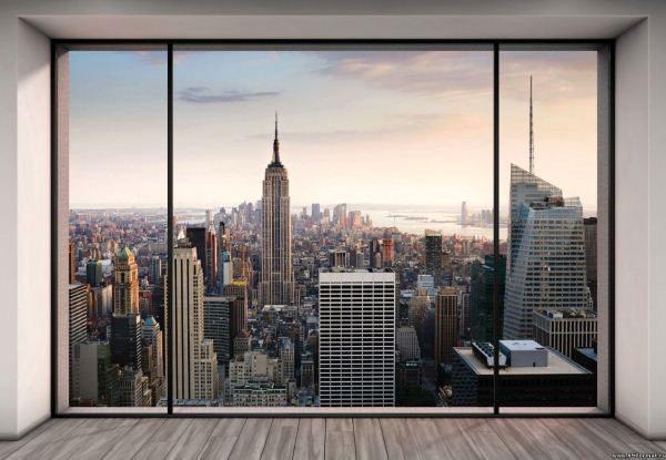 Можно оклеить дальнюю стену прихожей яркими принтами с панорамой города