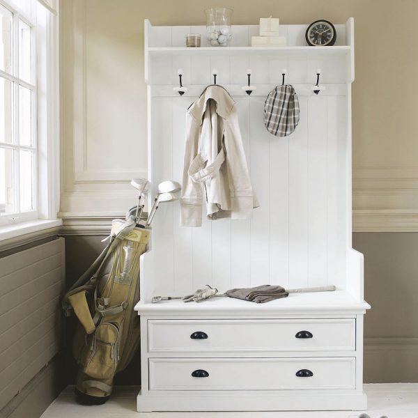 Для дизайна лучше использовать окрашенные в белый цвет пол и потолок,а так же элементы мебели