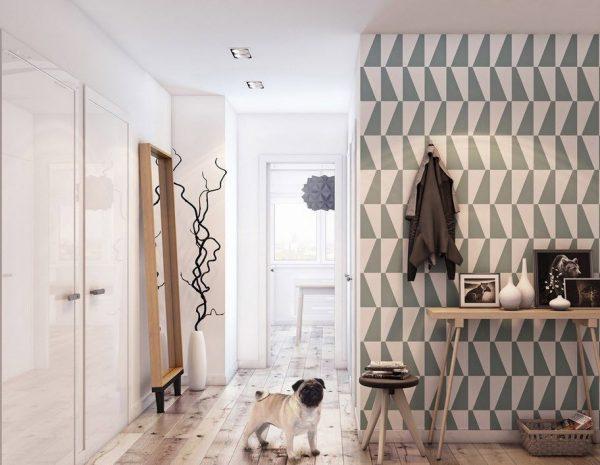 На фото - вариант дизайна маленькой прихожей с использованием различных материалов и расцветок на полу и стенах