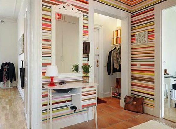 Оформление стен в маленьком коридоре